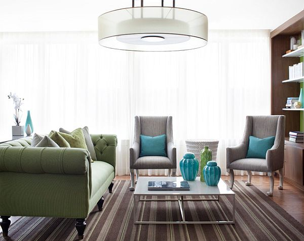Сочетание зелёного и бирюзового в интерьере гостиной