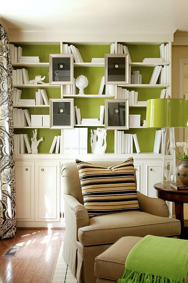 Зелёная стена на стене в библиотеке