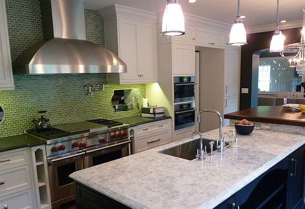 Зелёная плитка на стене в кухне