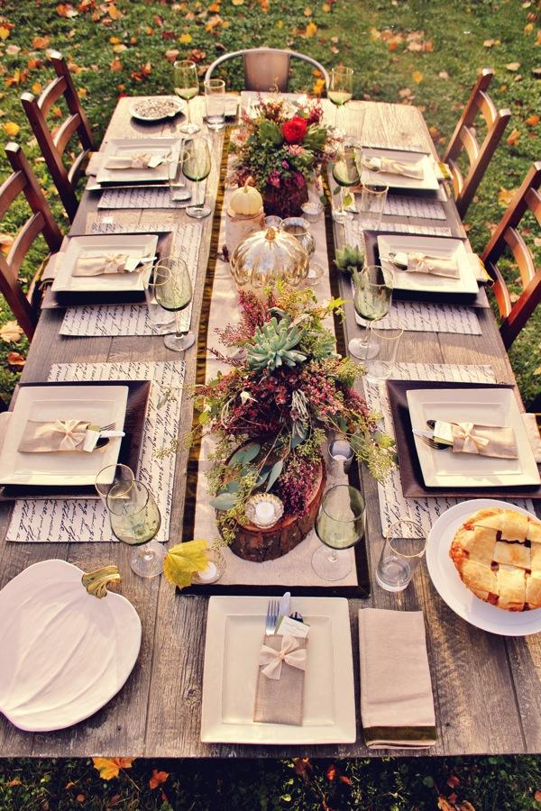 Квадратные тарелки на праздничном столе