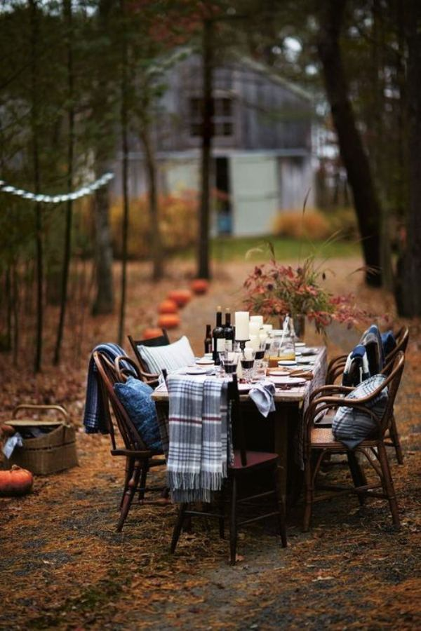 Outdoor thanksgiving dinner decorations