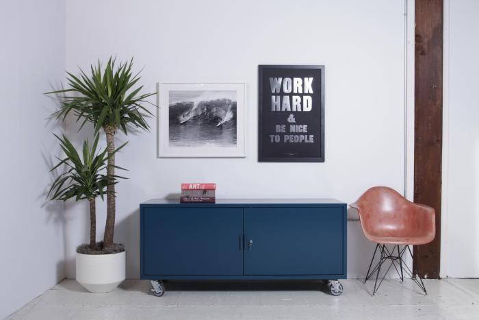 Обустройство офиса с помощью яркой дизайнерской мебели