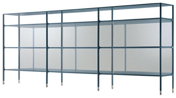 Металлический каркас со стеклянными панелями