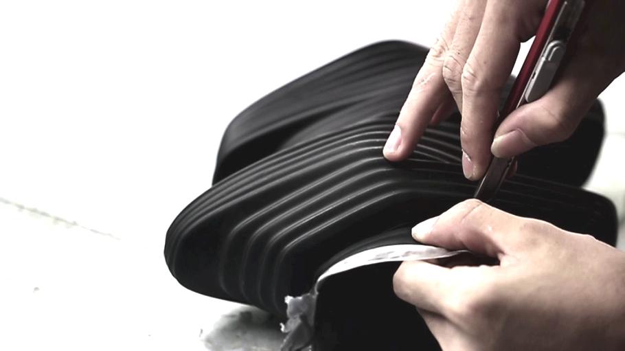 Процесс работы над футуристической обувью