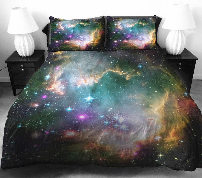 Красивое постельное белье с космосом