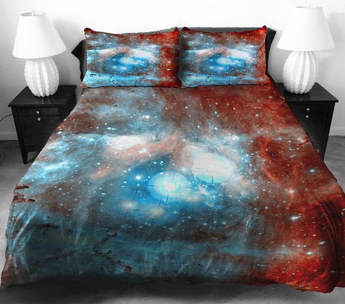Прекрасное постельное белье с космосом