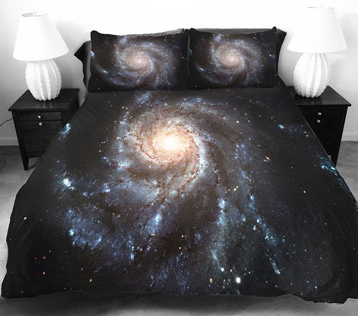 Яркое постельное белье с космосом