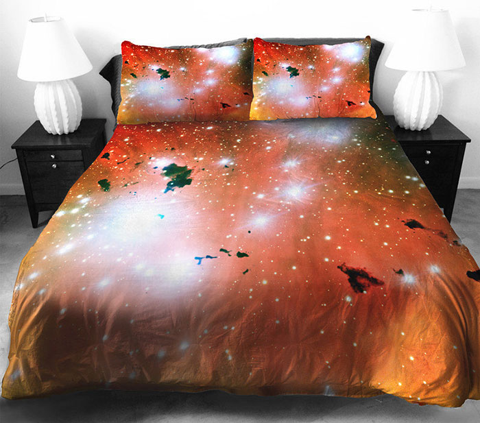 Изысканное постельное белье с космосом