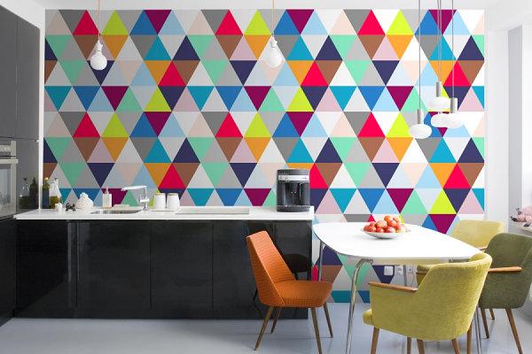 Геометрическая фреска на стене