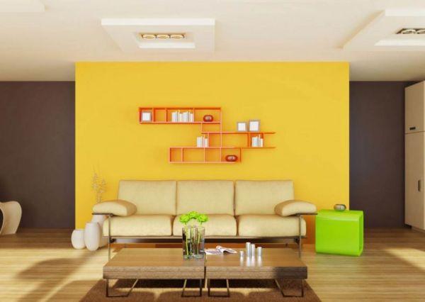 Красочный пуфик в интерьере гостиной