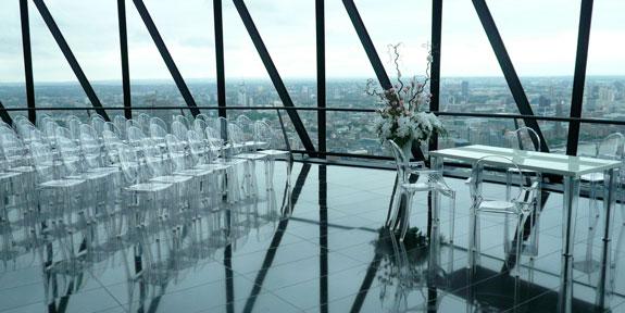 Прозрачные стулья призраки