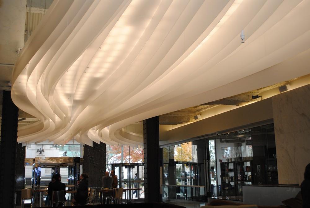 Дизайнерское оформление потолка в Первом Национальном Банке Детройта от Lumicor