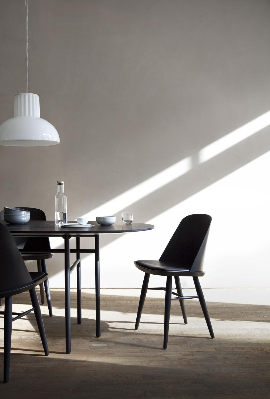 Принципы модернизма - чёрный стул