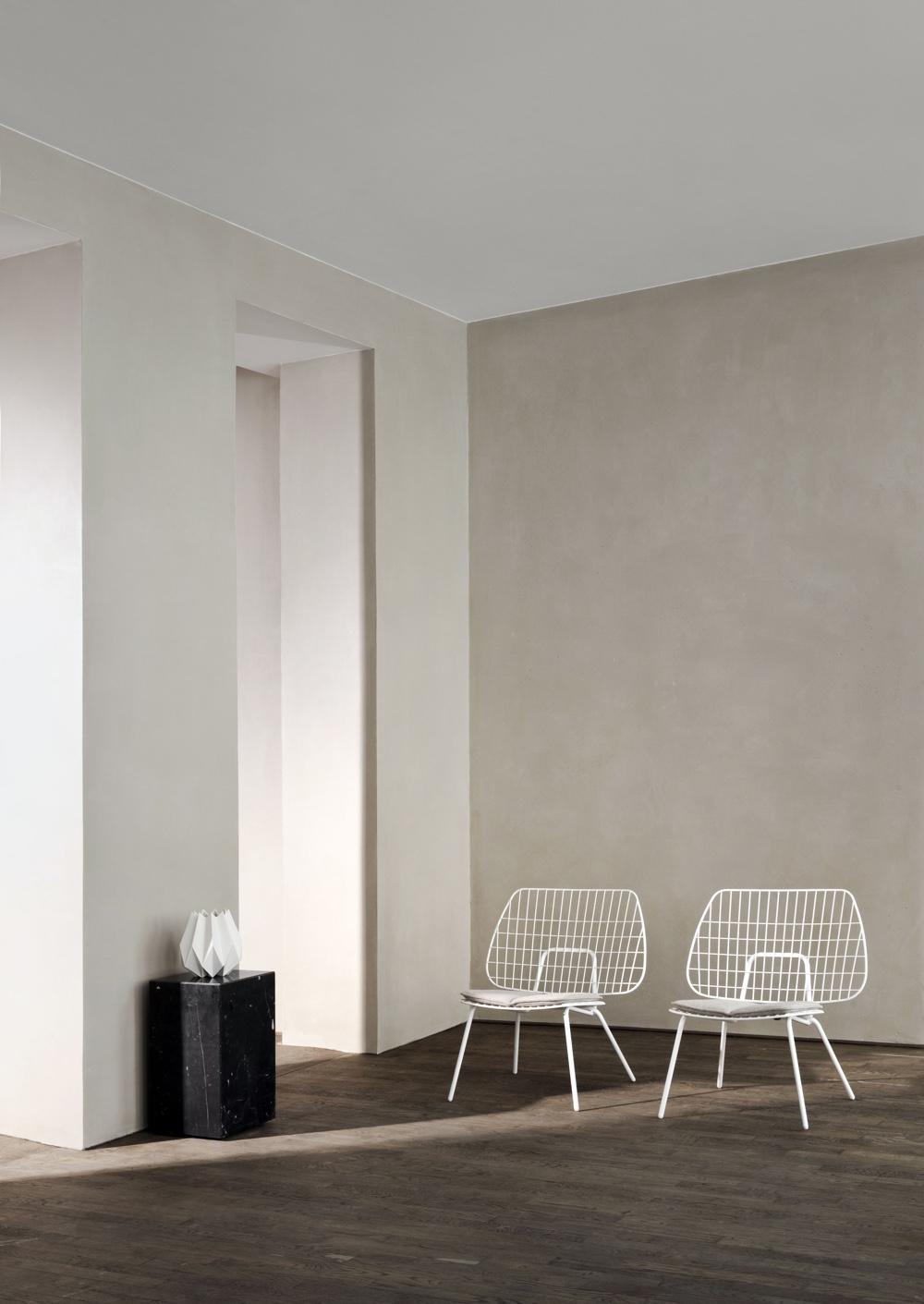 Принципы модернизма - белые стулья