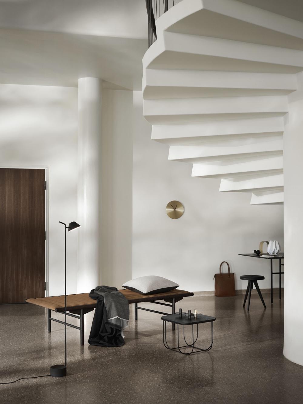 Принципы модернизма - под лестницей