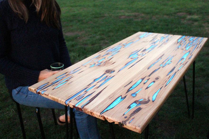 Стол с подсветкой от Mike Warren