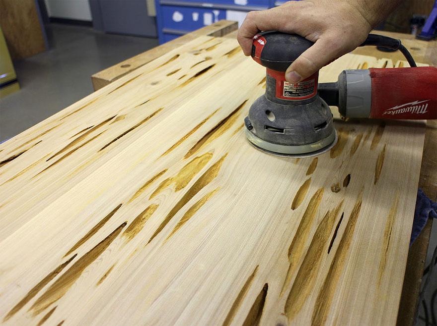 Процесс шлифовки стола от Mike Warren
