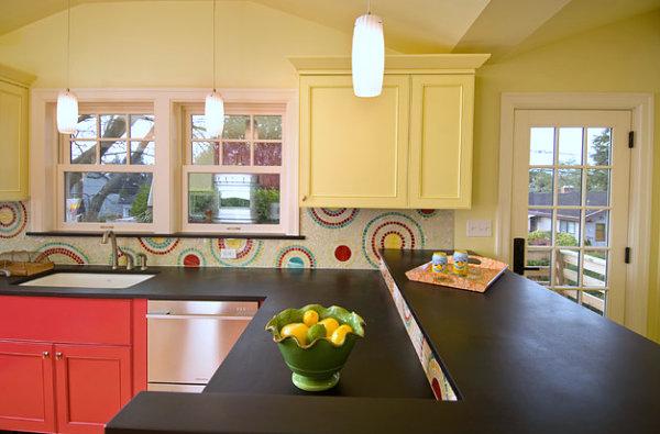 Светлая кухня в цвете лимонного шифона