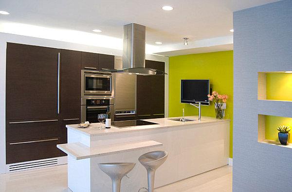 Желто-зеленая стена – броский декоративный акцент в современной кухне