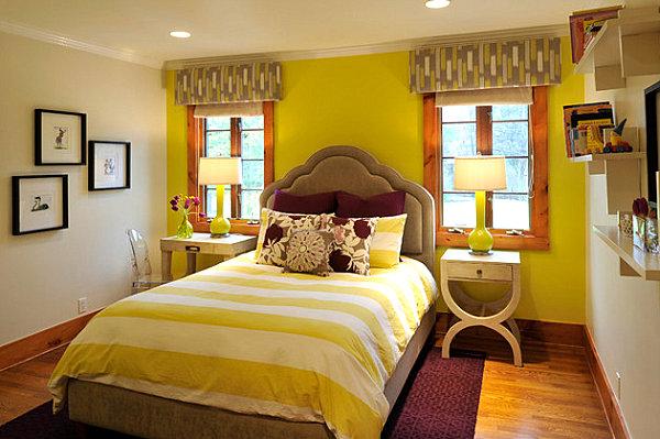 Желто-зеленая спальня с медовыми и сливовыми акцентами
