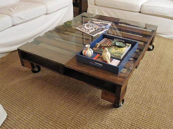 Шикарный журнальный столик в дизайне интерьера