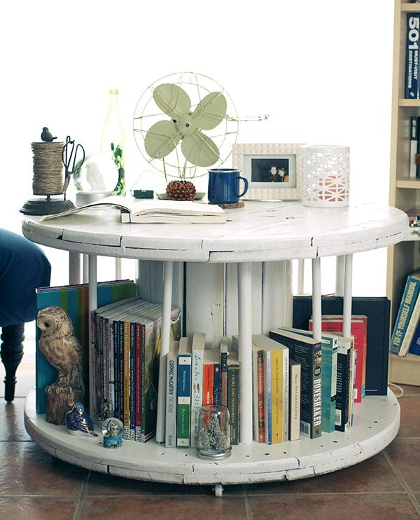 Роскошный журнальный столик в дизайне интерьера