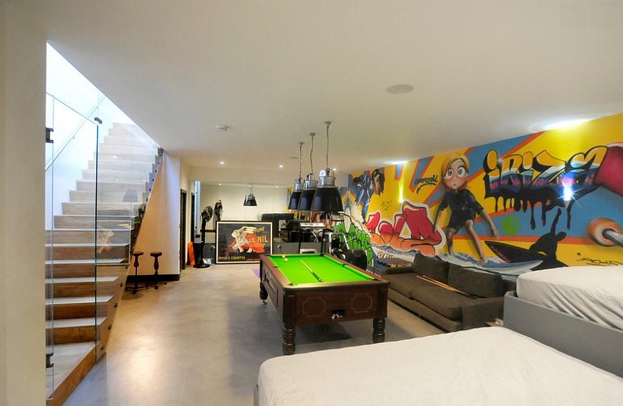 Стильные граффити на стене комнаты