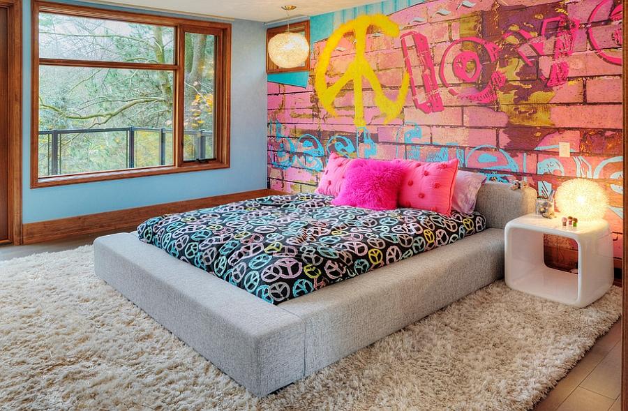 Замечательные граффити на стене комнаты