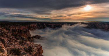 Природная имитация: полная инверсия облаков в Гранд-Каньоне