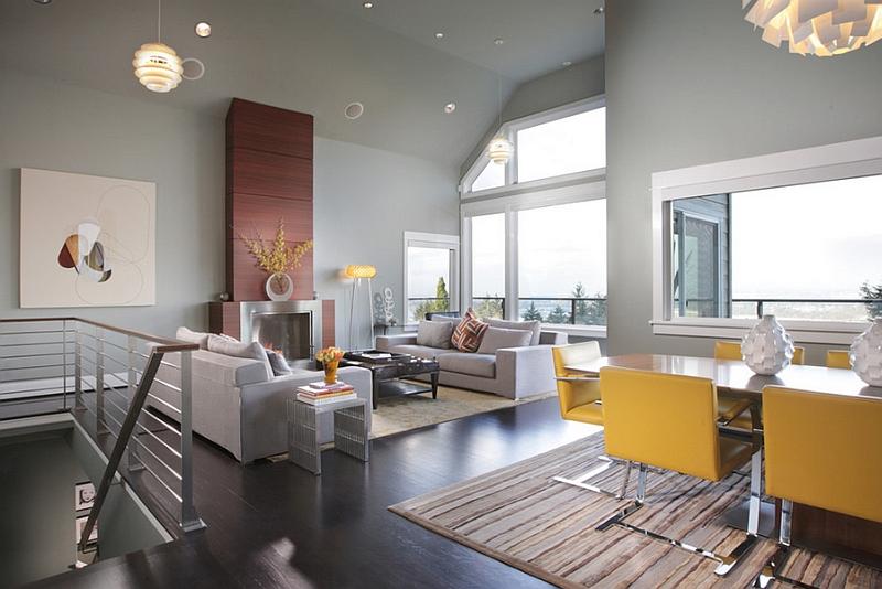 Желтые стулья среди серых оттенков гостиной