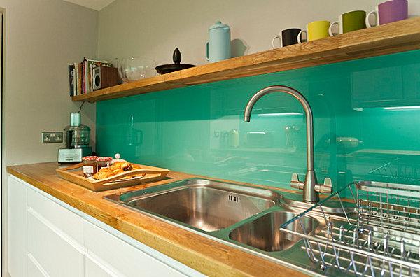 Кухонный фартук зеленного цвета