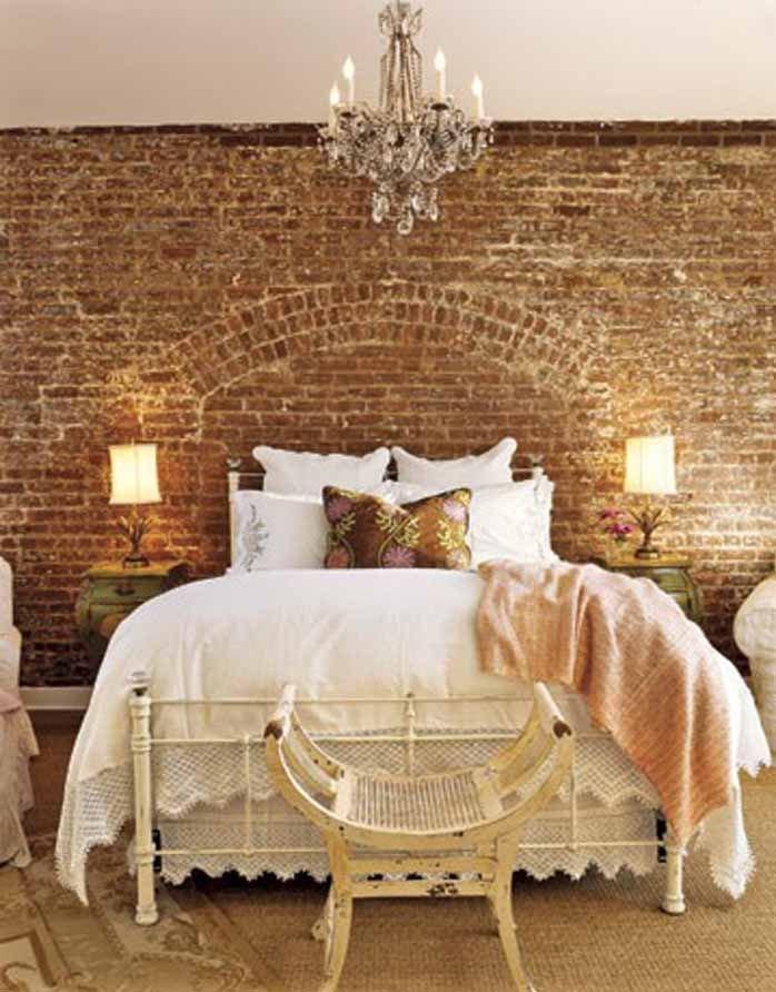 Кирпичная кладка в спальне в стиле фен-шуй
