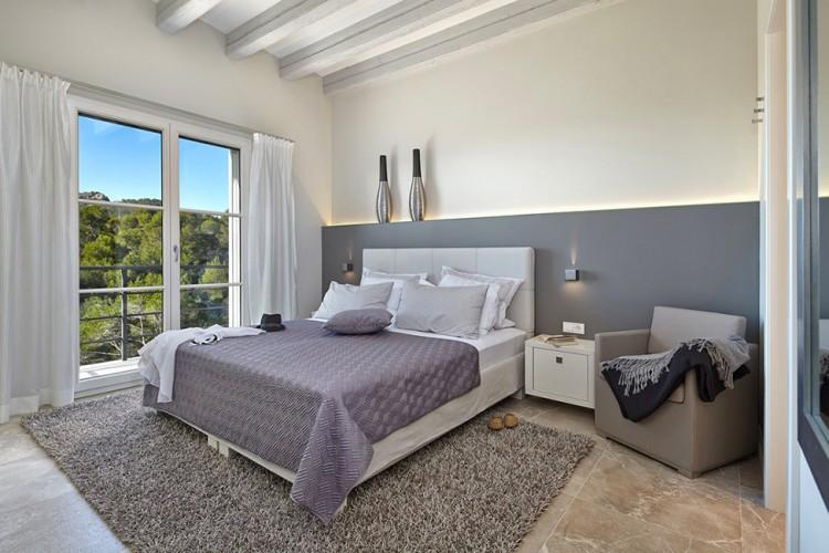Двуспальная кровать в стиле фен-шуй