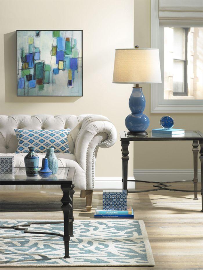 Узоры на подушках и ковер в интерьере в стиле фен-шуй