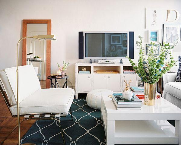 Гостиная с белой мебелью в стиле фен-шуй