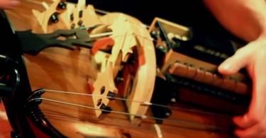 Гийом ДЕСК: виртуозная игра на средневековой колёсной лире