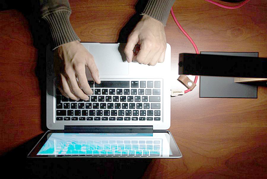 Удивительная минималистская USB-лампа в работе