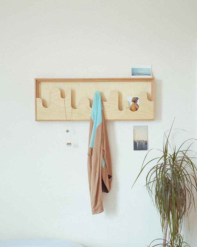 Чудесная декоративная вешалка в интерьере