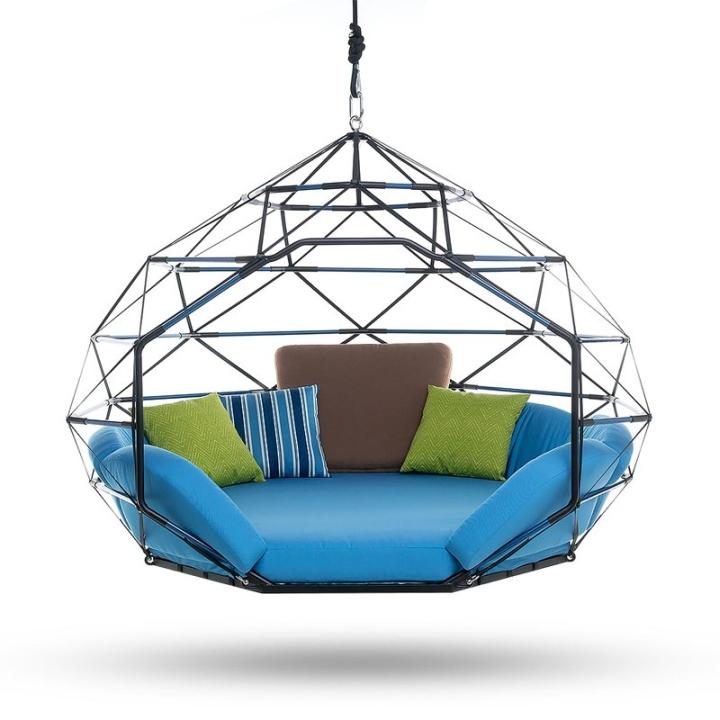 Красивое висячее кресло от дизайнера Kodama Zomes