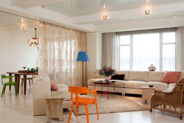 Легкие шторы разделяющие гостиную и столовую
