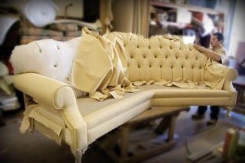 Как перетянуть диван своими руками видео