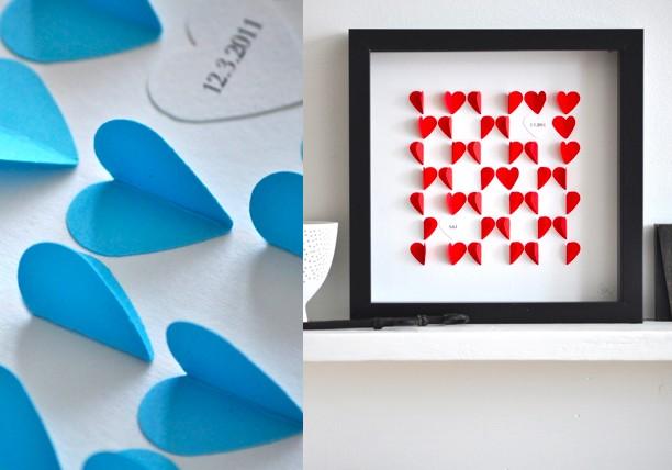Синие и красные бумажные сердца в рамках