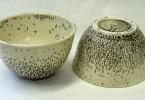 Лаура С. Хьюитт: имитация машинописных букв в декорировании керамической посуды