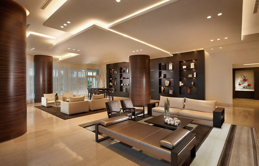 Восхитительный дизайн интерьера комнаты с высоким потолком