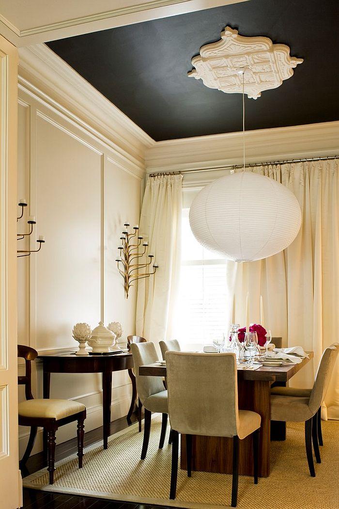 Оригинальный дизайн интерьера комнаты с высоким потолком
