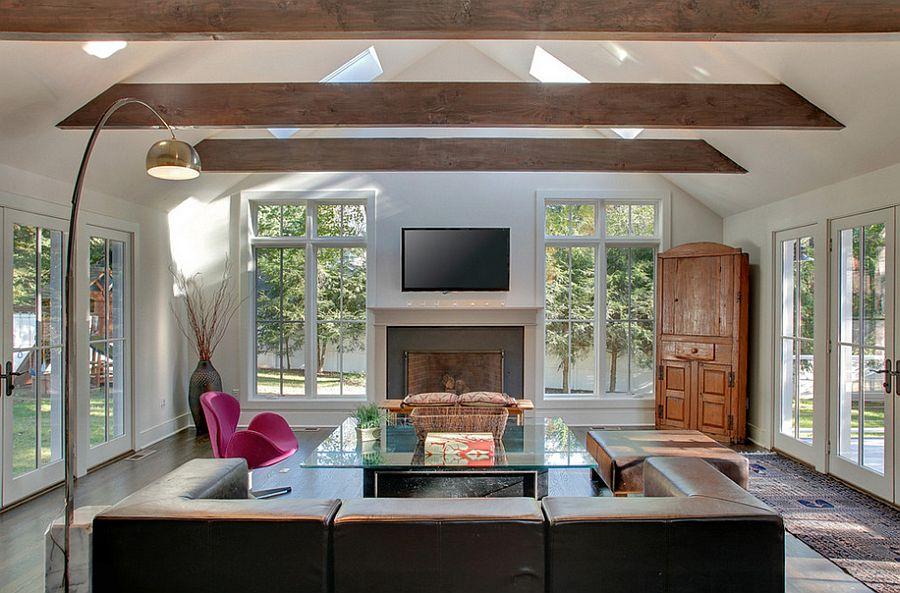 Красивый дизайн интерьера комнаты с высоким потолком