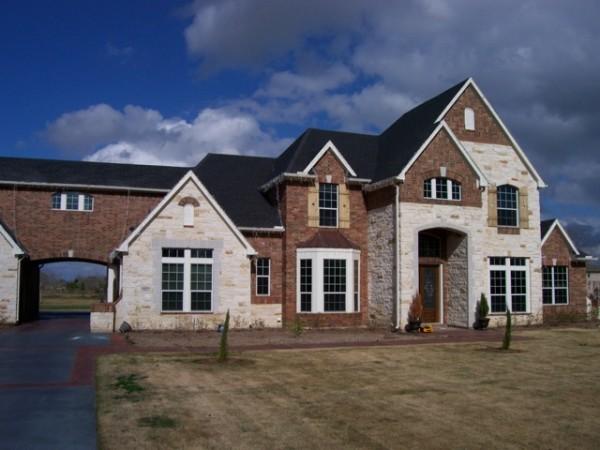 Защитная плёнка, использовалась при строительстве этого прекрасного дома