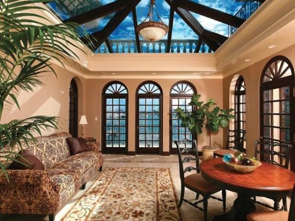 Изысканный интерьер с арочными окнами