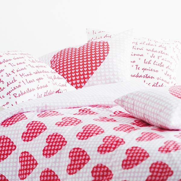 Розовая расцветка наволочки подушки