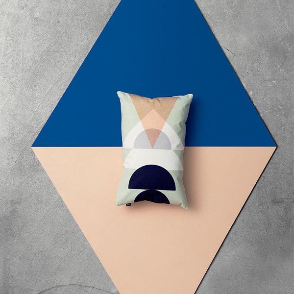 Подушка в дизайне интерьера